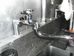 飲食店の蛇口水漏れ